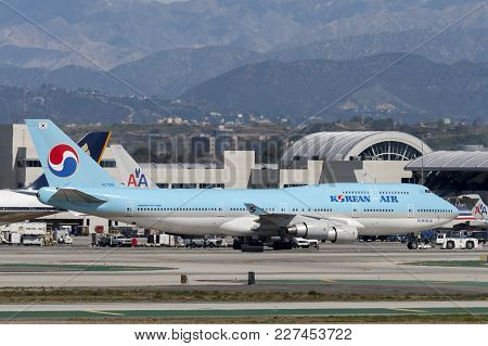 Los Angeles, California, Usa - March 10, 2010: Korean Air Boeing 747 Jumbo Jet At From Los Angeles I