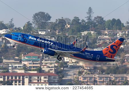 San Diego, California, Usa - April 28, 2013. Sun Country Airlines Boeing 737-8k2 N817sy Departing Sa