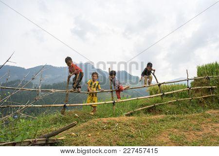 Hanoi, Vietnam - Sep 17, 2016: Ethnic Minority Kids Playing On Fence By Terraced Field In Yen Bai Pr