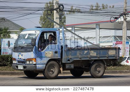 Private 6 Wheel Isuzu Cargo Truck.