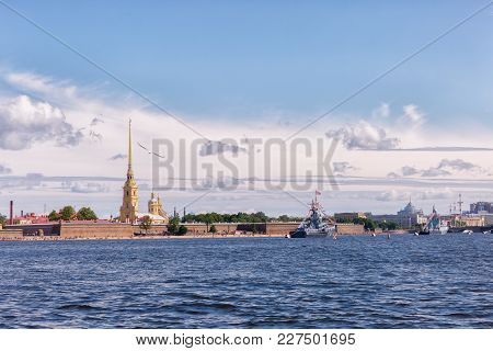 Saint Petersburg, Russia -july 23, 2017: Peter And Paul Fortress, Military Decorated Ships On The Ri