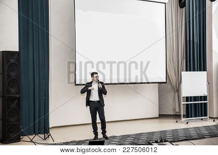Speaker At Business Conferences.business Training And Business Education.