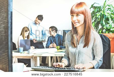 Young Business Woman Having Fun Working At Computer With Coworkers At Office Meeting - Modern Start