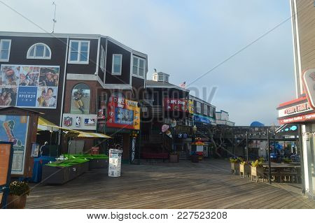 Magnificent Shops At The Pier 39 In San Francisco. Travel Holidays Arquietectura July 1, 2017. San F
