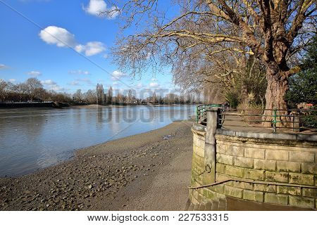 Bishops Park Along The River Thames In Winter, Fulham, Borough Of Hammersmith And Fulham, London, Uk