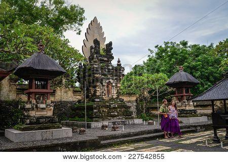 Man And Woman Making Video In Uluwatu Temple