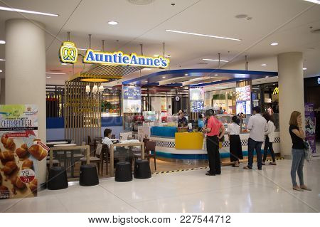 Auntie Anne's Shop. America Food Product