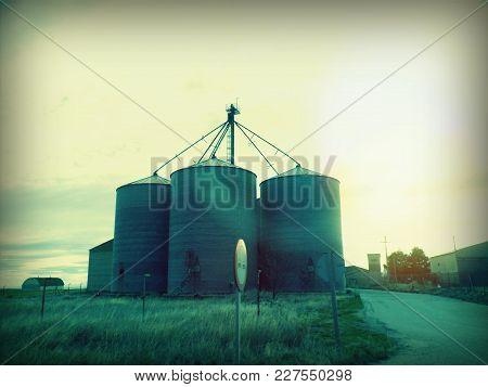 Industria Más Paisajes De Fondo, Comunidad De Aragón España Industry Plus Landscape Background, Comm
