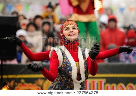 Orel, Russia, February 18, 2018: Maslenitsa Carnival. Fire Show Artists In Traditional Russian Cloth