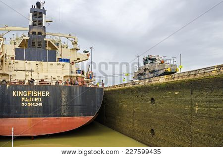 Panama City, Panama - 4 November, 2017: Bulk Carrier Kingfisher Currently Sailing Under The Flag Of
