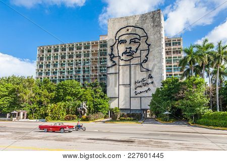 Havana, Cuba-07 October, 2017. Ministry Of The Interior Building With Face Of Che Guevara At The Rev
