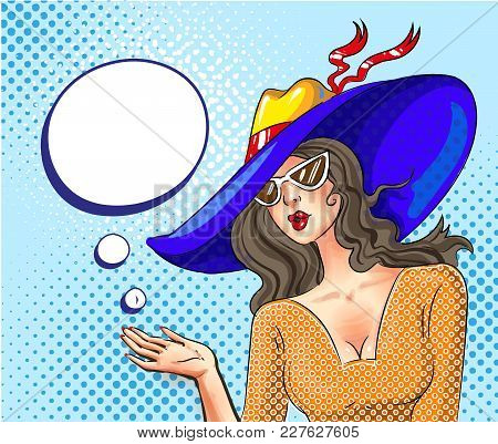 Vector Illustration Of Pretty Young Girl In Sun Hat And Sunglasses, Speech Bubble. Woman With Open P