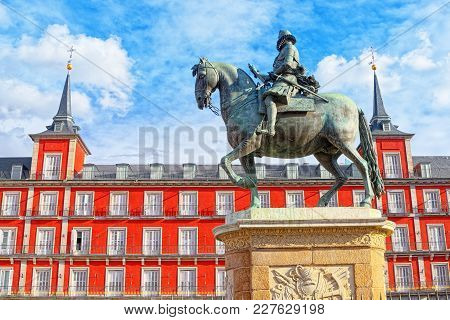 Bronze Statue Of King Philip Iii At The Center Of The Square On
