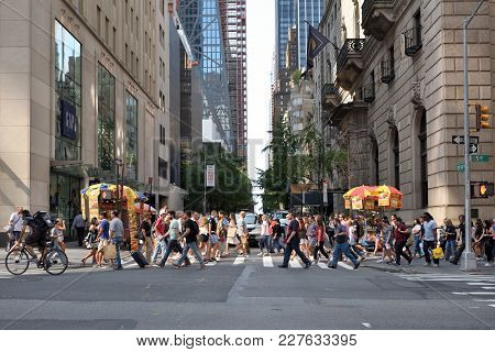 New York City, Usa - Aug. 26: People On Street In Manhattan On August 26, 2017 In New York City, Ny.