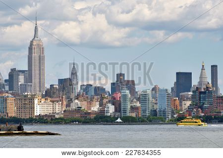 New York City, Usa - Aug. 25: Manhattan Skyline And Hudson River On August 25, 2017 In New York City