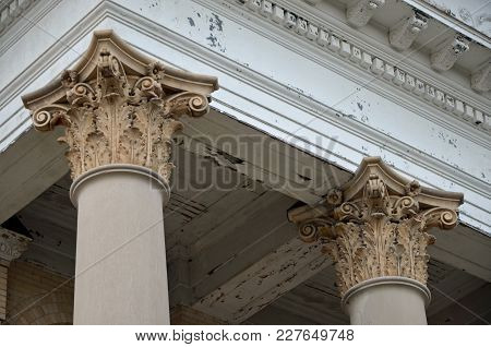 Augusta, Ga - February 19, 2018  Ornate Columns Remain In Tack On The Historic First Baptist Church