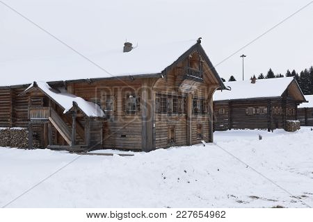 Semenkovo, Vologda Region, Russia - February 11, 2018: Old Village Houses In The Museum Of Wooden Ar