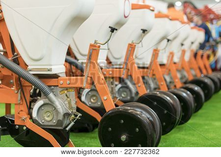 Precision Inline Seeder. A Row Seeder. Seed Drill. Fragment