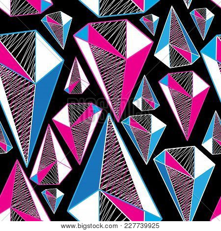 Seamless Geometric Pattern From Three-dimensional Triangular Figures
