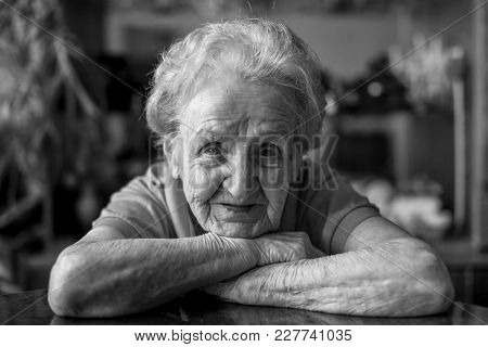 Black and white close-up portrait of an elderly lady.