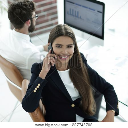 female employee talking on a mobile with a client