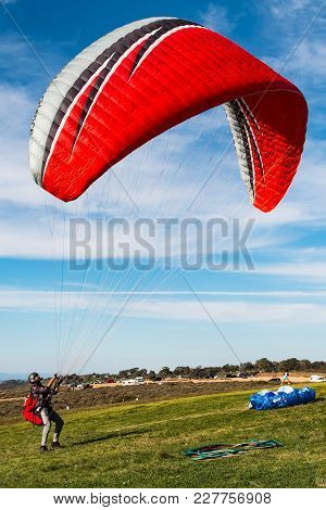La Jolla, California - February 17, 2018: A Pilot Stands In The Launching Area Of The Torrey Pines G