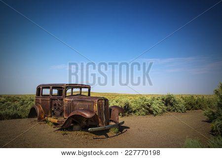 Holbrook, Arizona Usa - September 5, 2017: Famous And Historic 32 Studebaker Abanoned Along The Old