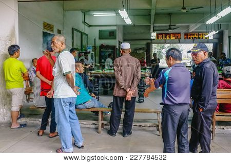 Kudat,sabah-feb 3,2018:people Watching A Group Of Men Plays A Game Of Billiards At Local Billiards S