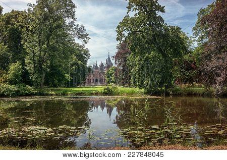 The Frontside Of The Fairytale Kasteel De Haar Is Located In The Dutch Province Of Utrecht.
