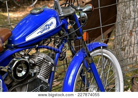 Rollag, Minnesota, Sept 2, 2017: A Whizzer Retro Bicycle Is Displayed  At The Annual Wcstr Farm Show