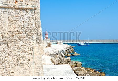 Monopoli, Italy - July 21, 2006: A Fishing Boat That Returns To The Harbor, Seen From The Sixteenth