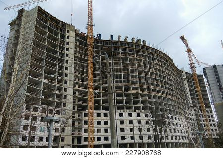 Construction Of A Large Residential Highrise Home