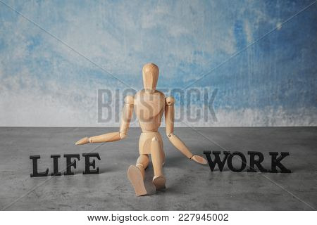 Model of human sitting between words