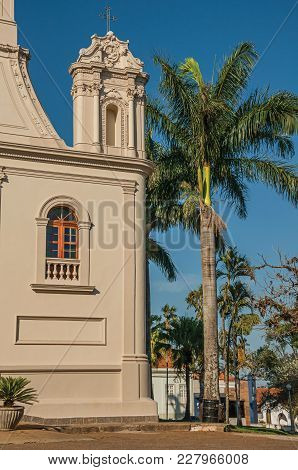 Sao Manuel, Southeast Brazil - October 14, 2017. Detail Of Church Corner And Palm Tree In Front Of A