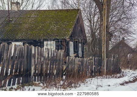 Wooden Traditional Cottage In Swisloczany, Small Village In Podlasie Region Of Eastern Poland
