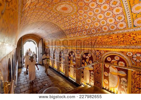 Kandy, Sri Lanka - Jan 6, 2018: People Coming To Holy The 16th Century Temple Of Sacred Tooth, Unesc
