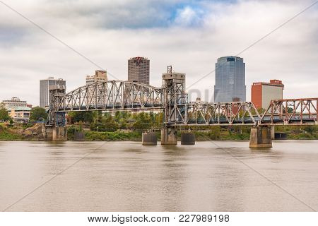 Little Rock, Ar - October 11, 2017:  Little Rock Junction Bridge And City Skyline From Across The Ar