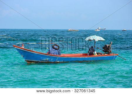 2019 October 06. Pattaya Thaland. Thai Traditianal Wood Boat Parking On The Sea At Koh Larn Island.