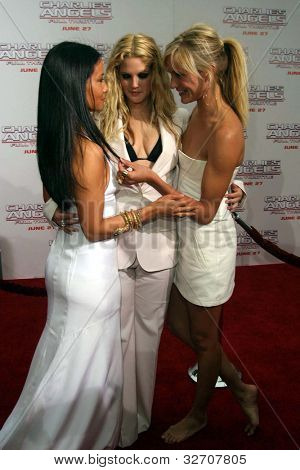 LOS ANGELES - JUN 18: Lucy Liu, Drew Barrymore, Cameron Diaz at the premiere of 'Charlie's Angels: Full Throttle' on June 18, 2003 in Los Angeles, California