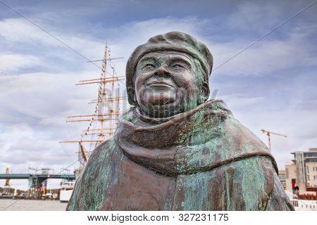 14 September 2018: Gothenburg, Sweden - Sculpture Of Evert Taube In The Lilla Bommen District.