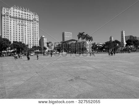 Rio De Janeiro, Rj , Brazil - May 22, 2018:  View Of The Public Promenade Of Praça Mauá, Rio De Jane