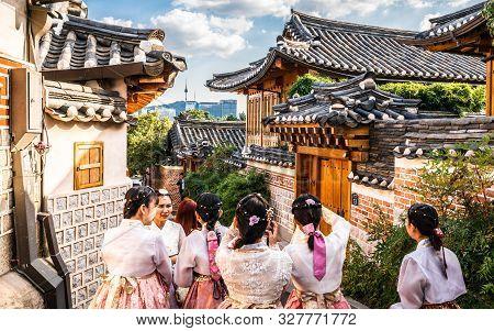 Seoul Korea , 23 September 2019 : Group Of Asian Tourists Girls In Traditional Korean Hanbok Dressin
