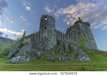Kilchurn Castle , In The Care Of Historic Environment Scotland , Is A Ruined Structure On A Rocky Pe