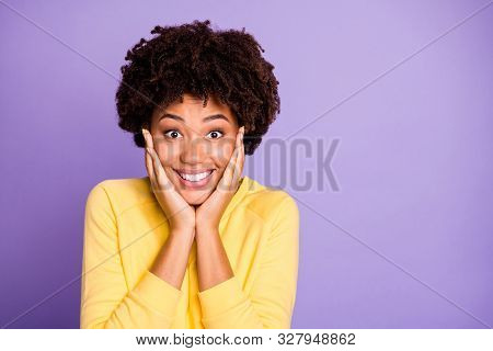 Close-up Portrait Of Her She Nice Attractive Charming Lovely Delighted Cheerful Cheery Glad Wavy-hai