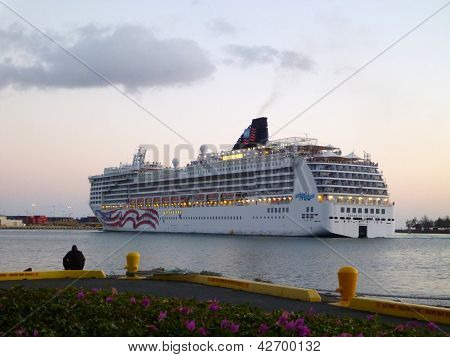 Ncl Cruiseship Leaves Honolulu Harbor At Dusk