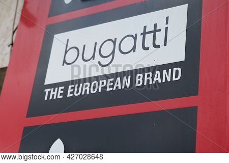 Toulouse , Occitanie France  - 06 25 2021 : Bugatti Brand Text And Logo Shop Sign Store In Fashion F
