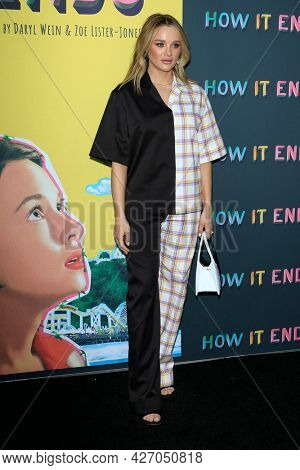 LOS ANGELES - JUL 15:  Hunter King at How It Ends LA Premiere at NeueHouse Hollywood  on July 15, 2021 in Los Angeles, CA