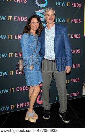 LOS ANGELES - JUL 15:  Amy Landecker, Rob Huebel at How It Ends LA Premiere at NeueHouse Hollywood  on July 15, 2021 in Los Angeles, CA