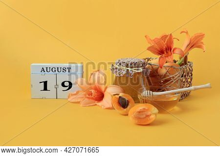 Calendar For August 19 : The Name Of The Month Of August In English, Cubes With The Number 19, Honey