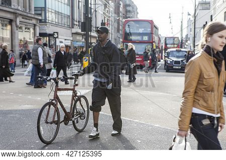 London, Uk - September 2019, People With Bicycles. A Middle-aged Man With A Bicycle Crosses The Road